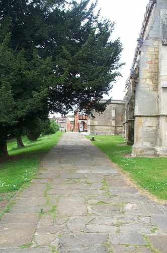 church path.jpg (23147 bytes)