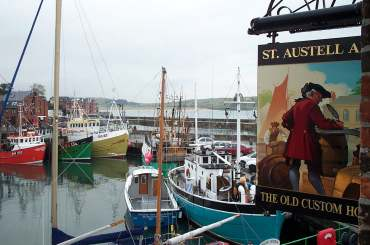 4x3 sign and harbour.jpg (17344 bytes)