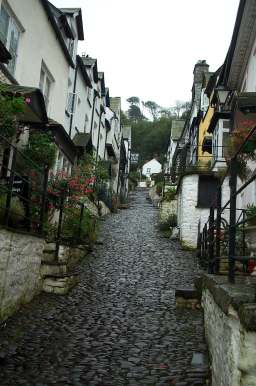 3x4 clovelly up cobbled street.jpg (18961 bytes)