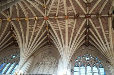 4x3 exeter cathedral roof.jpg (19547 bytes)