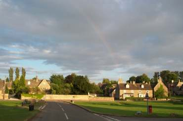 4x3 rainbow over Bledington.jpg (10151 bytes)