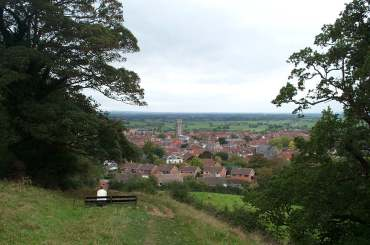 4x3 glastonbury from hill.jpg (16147 bytes)