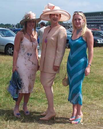 3x3 judy fiona and luara at ascot 2.jpg (27306 bytes)