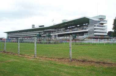 4x3 ascot members enclosure.jpg (13203 bytes)